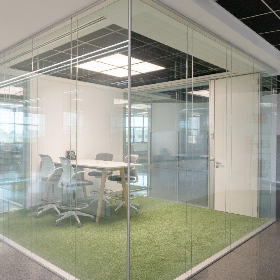 mampara-aislante-para-sala-de-reuniones